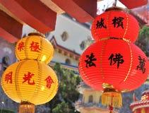 Färgglade hängande kinesiska pappers- lyktor royaltyfri fotografi