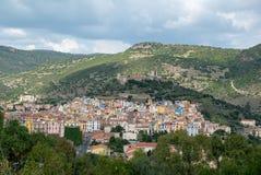 Färgglade hus, Bosa, Sardinia, Italien, Europa arkivfoton