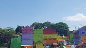 Färgglade hus i den Malang staden i Indonesien Royaltyfri Bild