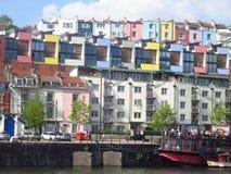 Färgglade hus längs Bristol hamnsida arkivfoton