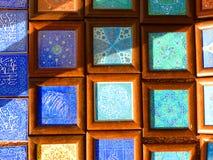Färgglade iranska mosaiska tegelplattor arkivfoto