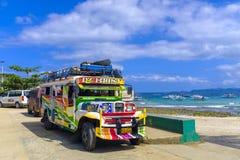 Färgglade Jeepney i Puerto Princessa arkivfoton