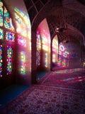 Färgglade ljus i rosa moské i Shiraz Iran Royaltyfri Foto