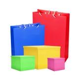 Färgglade pappers- shoppingpåsar och ask som isoleras på vit Royaltyfria Foton