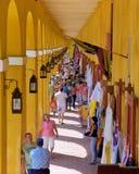 Färgglade Stalls och kläder Royaltyfria Foton