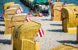 Färgglade strandstolar i Travemunde, Tyskland Royaltyfria Foton