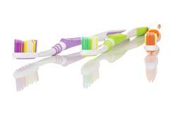 färgglade tandborstar Arkivfoton