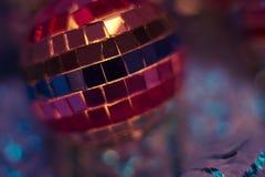 Färgglat slut för diskobollbakgrund upp fotografering för bildbyråer
