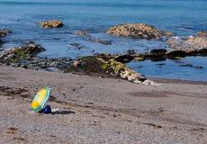 Färgglat strandparaply, Aberystwyth Arkivbilder