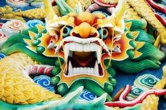Färgglatt kinesiskt drakehuvud royaltyfri fotografi