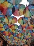 färgglatt paraply arkivbilder