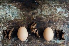 Färglösa naturliga easter ägg, lyckligt easter begrepp, retro easter Royaltyfri Foto