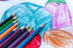 färglinje blyertspennor Arkivbild
