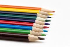 färglinje blyertspennor Arkivfoton