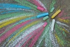 Färgpennor för att dra på trottoaren Arkivbilder