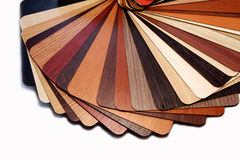 Färgprovkartor pläterade träflismaterialet Arkivfoto