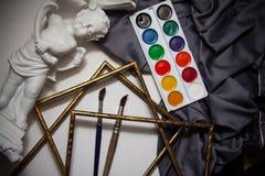 Färgpulver och borstar Royaltyfri Fotografi