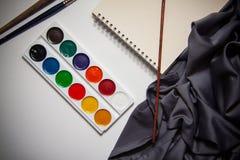 Färgpulver och borstar Royaltyfria Bilder