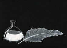 Färgpulverflaska och ett fjädervitt färgpulver på svart kanfas arkivfoto