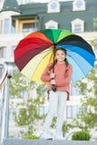 Färgrik åtföljande positiv påverkan Ljust paraply Optimistiskt stag som är positivt och Allt som är bättre med mitt paraply royaltyfri fotografi