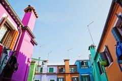 Färgrik ö Burano royaltyfria bilder