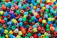 färgrik abstrakt bakgrund Medley av många runda pärlor Royaltyfria Bilder