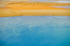 Färgrik, abstrakt naturlig modell i den Yellowstone nationalparken, Wyoming, USA Royaltyfri Bild