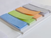 Färgrik anteckningsbok Arkivfoton