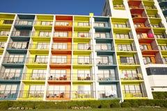 Färgrik arkitektur - semesterorthotell Royaltyfri Bild