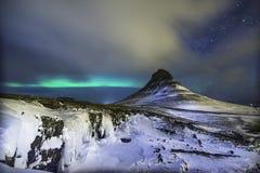 Färgrik Aurora Borealis eller bättre bekant som de nordliga ljusen arkivbilder