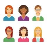 Färgrik avataruppsättning för vektor av nätta olika nationalitetflickor vektor illustrationer