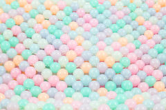 Färgrik bakgrund för glass pärlor Arkivbilder