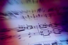 Färgrik bakgrund med musikanmärkningar Arkivfoton