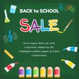 Färgrik baksida till skolaförsäljningsaffischen på grönt svart tavlatema Arkivfoton