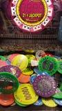 Färgrik bild av en maskin för jackpott för myntspringa Royaltyfri Bild