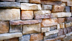 Färgrik blandad tegelstenvägg Arkivbild