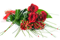 Färgrik blommabukett från röda rosor på vit bakgrund Royaltyfria Foton