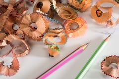 Färgrik blyertspenna med shavings Royaltyfri Foto