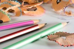 Färgrik blyertspenna med shavings Royaltyfria Bilder