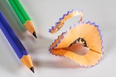 Färgrik blyertspenna med shavings Arkivbilder