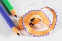 Färgrik blyertspenna med shavings Fotografering för Bildbyråer