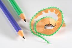 Färgrik blyertspenna med shavings Arkivbild