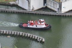 Färgrik bogserbåt längs den Miami floden Fotografering för Bildbyråer
