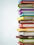 Färgrik bokbunt med copyspace Fotografering för Bildbyråer