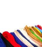 Färgrik bomullstråd på vit bakgrund Arkivfoton