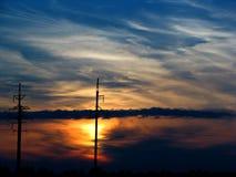 Färgrik brännhet solnedgånghimmelpanoramautsikt med fantastiska moln Royaltyfri Bild