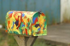 färgrik brevlåda arkivbild