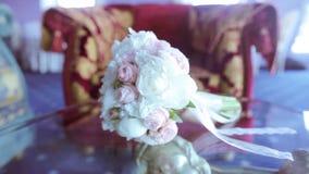 Färgrik bukett för härligt bröllop för brud stock video