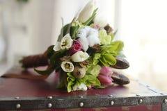Färgrik bukett för härligt bröllop för brud Royaltyfri Fotografi