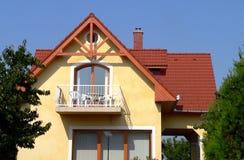färgrik bungalow Arkivfoton